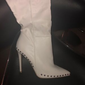 All white leather boots💛